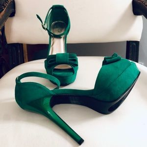 Qupid Emerald Suede Pumps